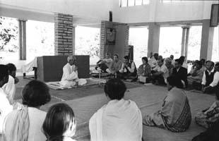 Krishnamurti à la Raj Ghat_Besant school en décembre 1969